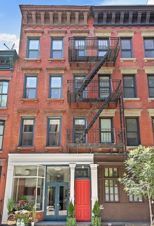 21 Downing St New York NY  10014